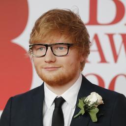 Artiesten verschijnen met witte roos op loper Brit Awards voor Time's Up