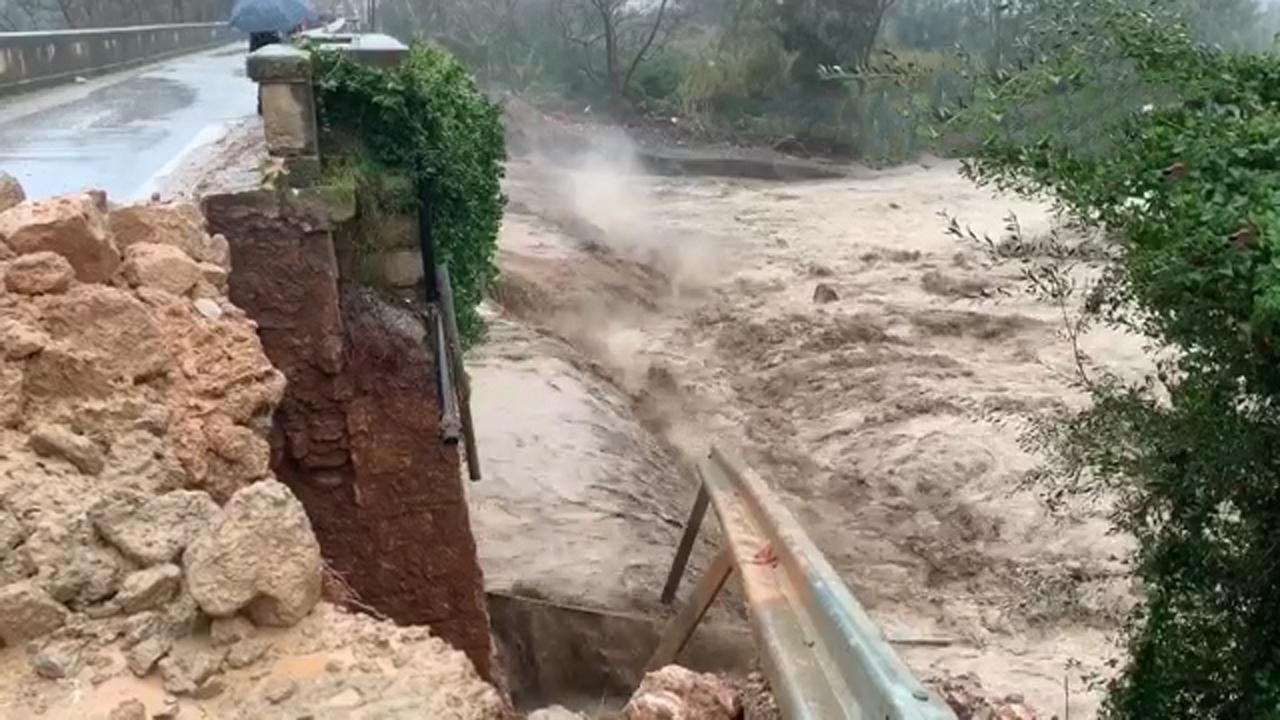 Brug stort in door hevig noodweer op Kreta