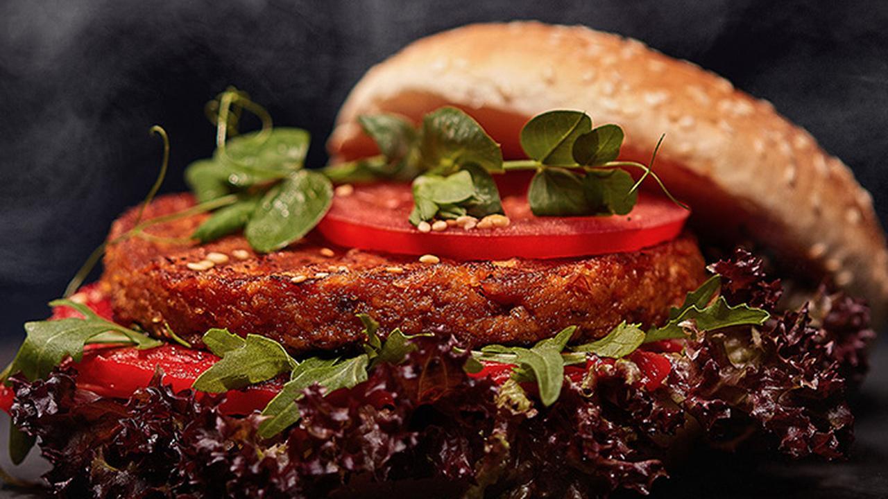 Sterrenchef proeft 'restwortelburger'