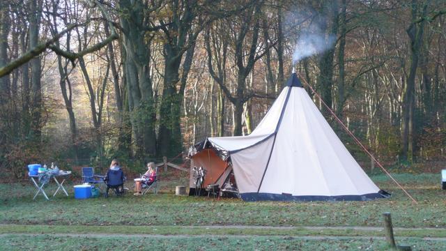 Op deze plekken kun je comfortabel (of juist heel ruig) winterkamperen