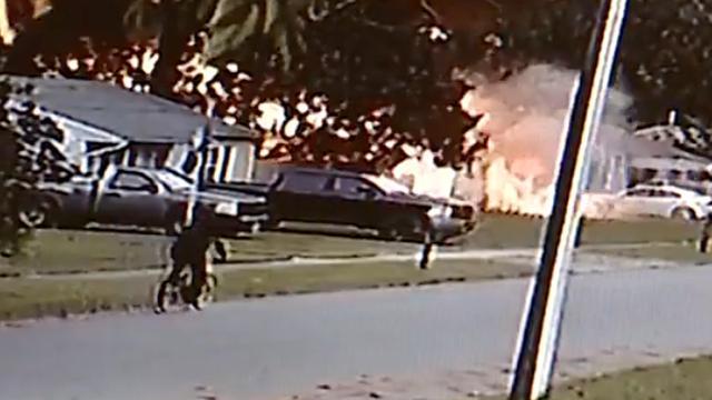 Puin vliegt in het rond bij gasexplosie in woning VS