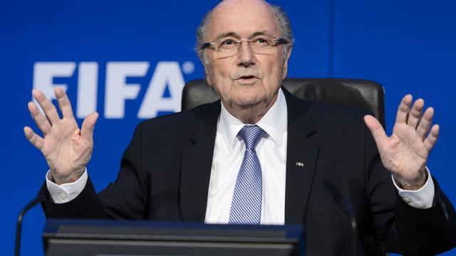 Geschorste FIFA-president Blatter opgenomen in ziekenhuis