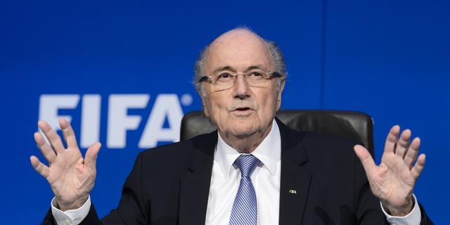 Blatter zegt publieke optredens af vanwege medisch probleem