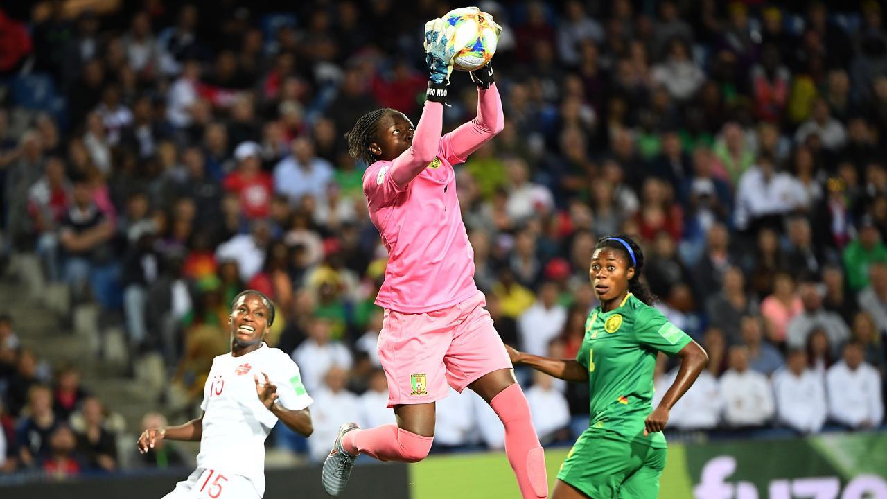 Vooruitblik Oranjevrouwen: 'Alle ballen hoog op Kameroense keeper'