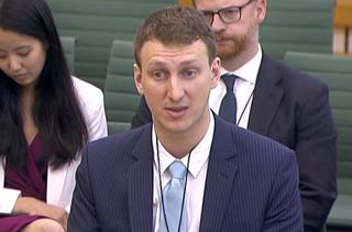 Onderzoeker die Facebook-data doorspeelde spreekt voor Brits parlement