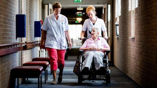Ruim 300 miljoen euro om personeelstekort in zorg terug te dringen