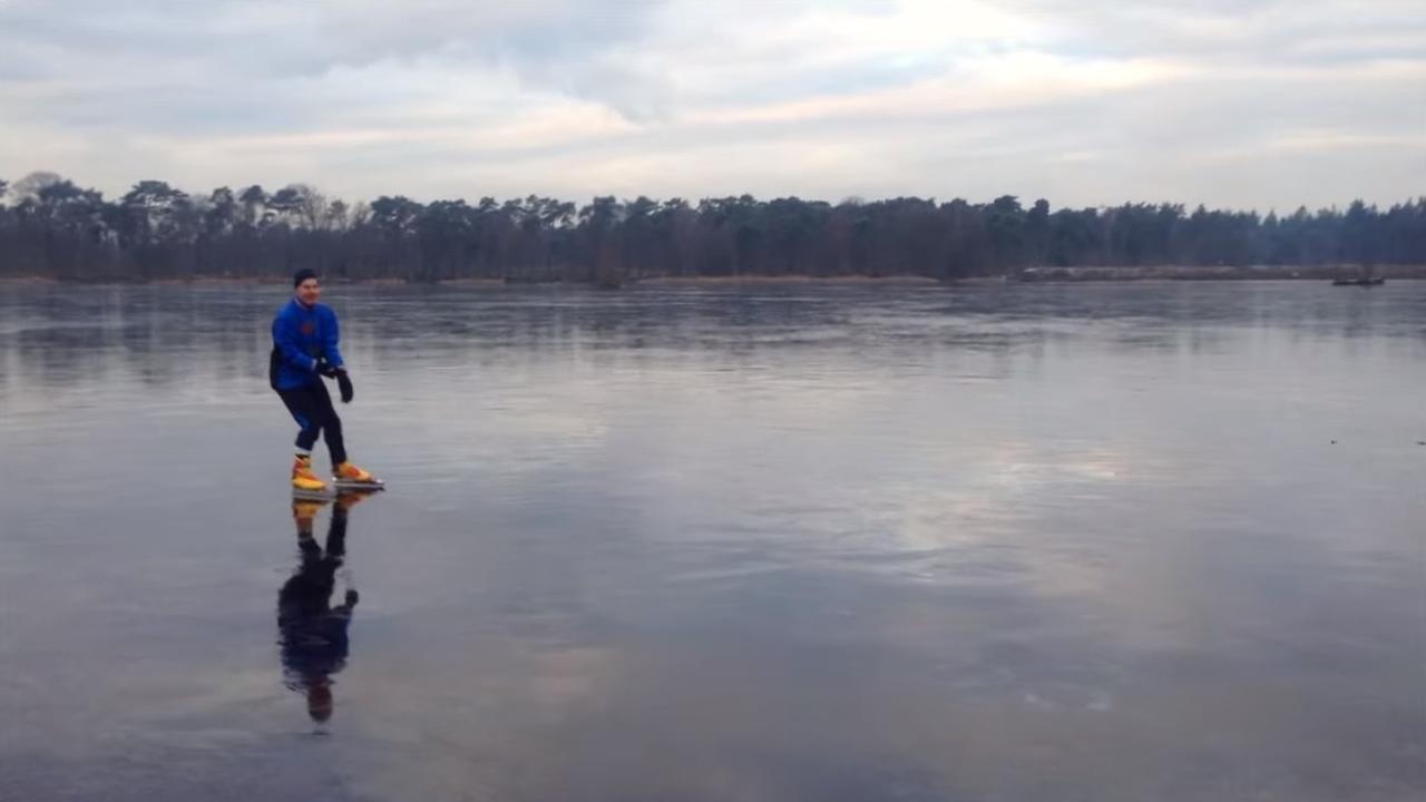 Bredanaar schaatst op ijs Mastbos