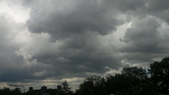 Zon komt zondag door de wolken in Breda