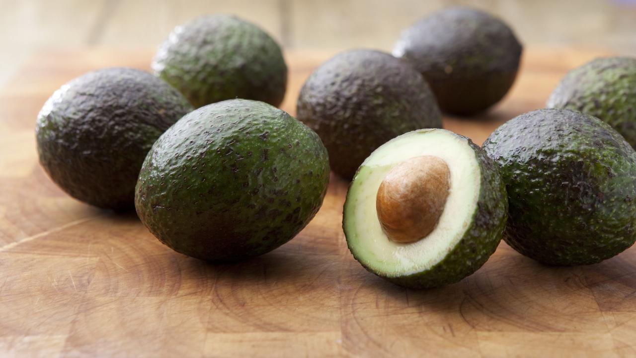 Zó eet je de pit van een avocado