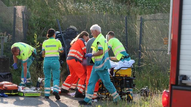Man raakt zwaargewond bij eenzijdig motorongeval op de Leursebaan