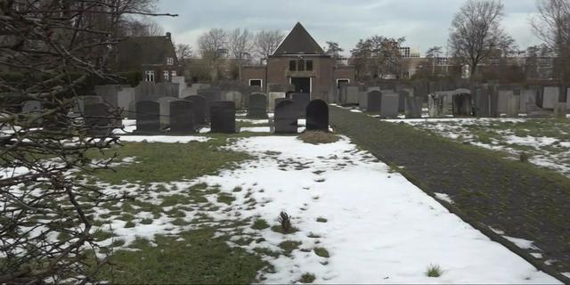Hek van Joodse begraafplaats aan Amsterdamsevaart niet in goede staat