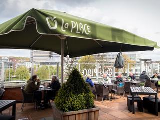 Canadees bedrijf wil La Place-restaurants in nieuwe warenhuizen