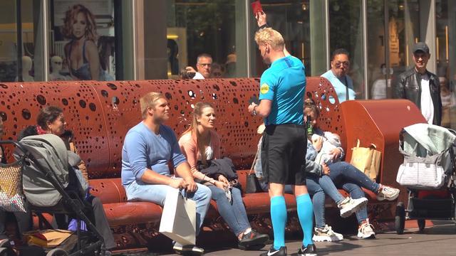 In Den Haag zorgt een scheidsrechter voor 1,5 meter afstand