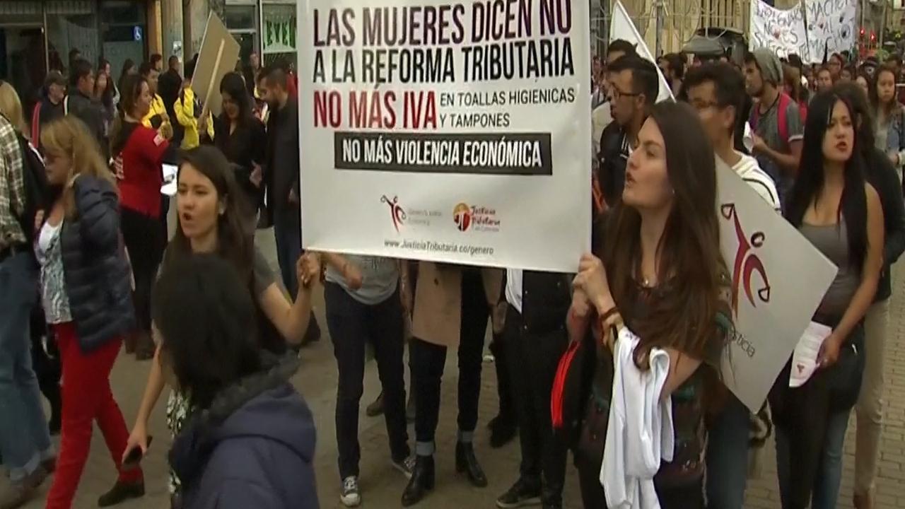 Tienduizenden vrouwen protesteren tegen machocultuur Argentinië