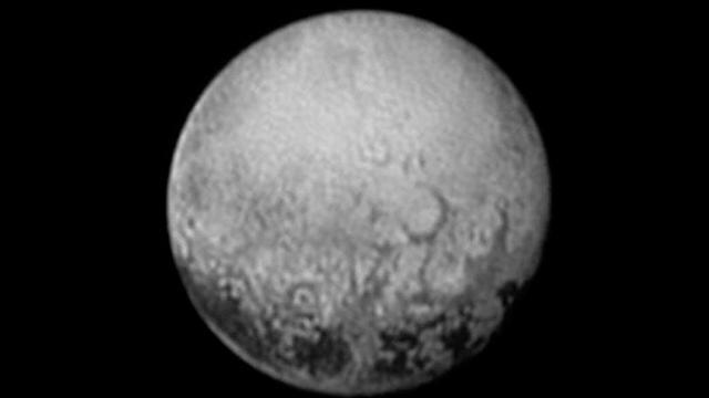 Nieuwe beelden tonen vlaktes en troggen op Pluto
