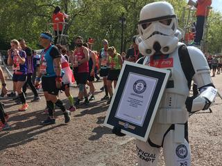 Veel renners grijpen kans aan om met ludiek record in beroemde boek te komen