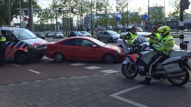 Auto klemgereden in Amsterdam na wilde achtervolging