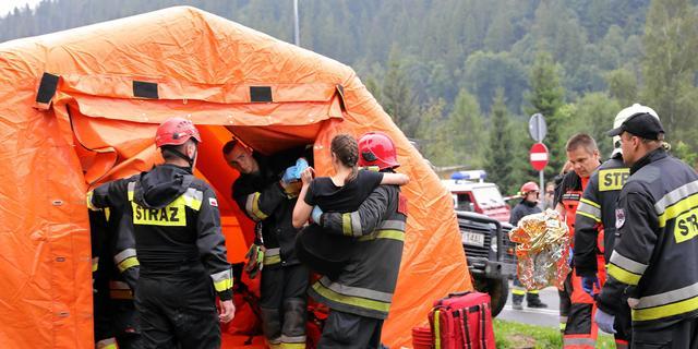 Hulpdiensten op zoek naar vijf vermisten na zwaar onweer in Poolse bergen