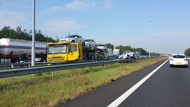 File op A58 na ongeluk met autotransport.