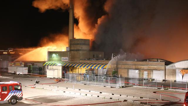 Grote brand bij evenementenhallen Vrije Markt in Katwijk