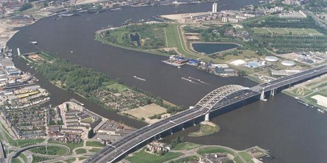Afsluiting parallelbaan Van Brienenoordbrug uitgesteld vanwege Feyenoord