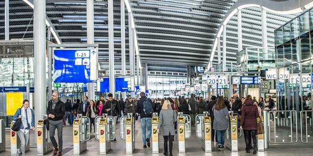 ProRail komt met noodplan om overvolle stations veiliger te maken