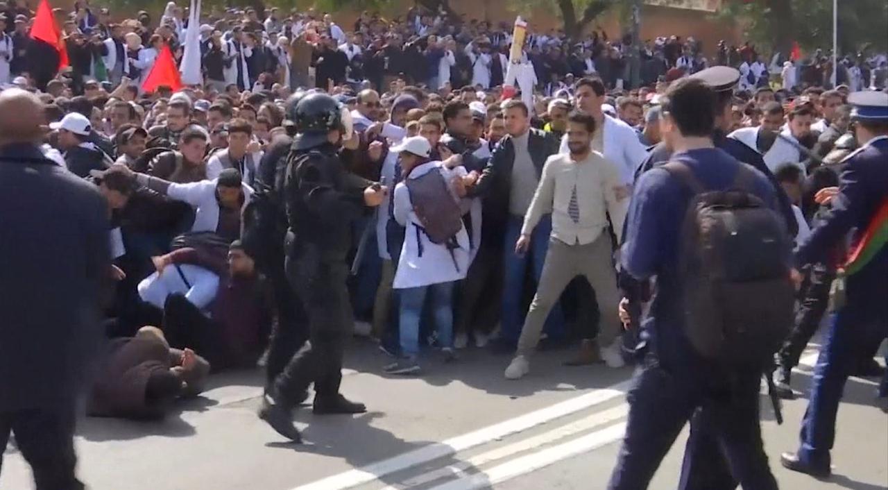 Demonstrerende docenten in Marokko slaags met politie