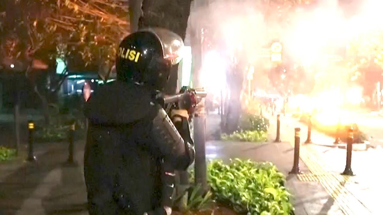 Traangas ingezet bij dodelijke protesten Jakarta