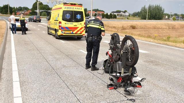 Motorrijder gewond na aanrijding op N207 bij Alphen aan den Rijn