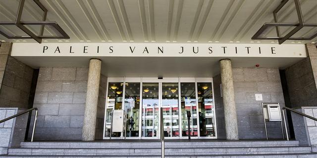 OM eist geldboete tegen agent die man doodreed op de Nassaukade