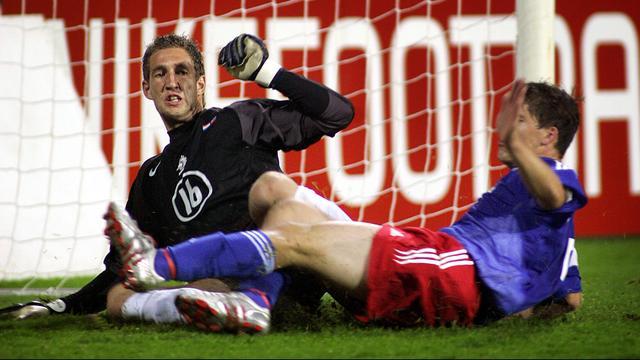 Maarten Stekelenburg maakte bijna zeventien jaar geleden zijn debuut in Oranje.