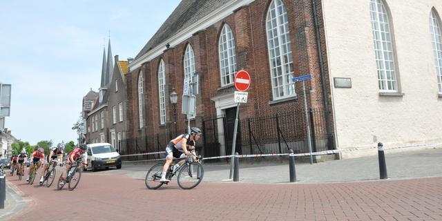 Weinig renners en publiek bij warme Tour de Leur