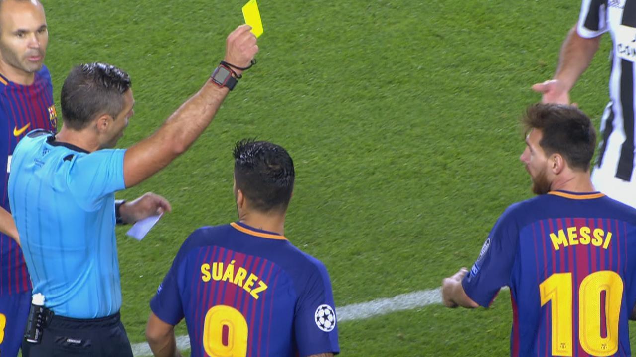 Messi krijgt zelf geel na vragen om kaart
