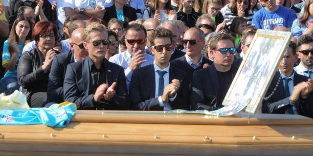 Duizenden mensen aanwezig bij uitvaart Scarponi in Filottrano