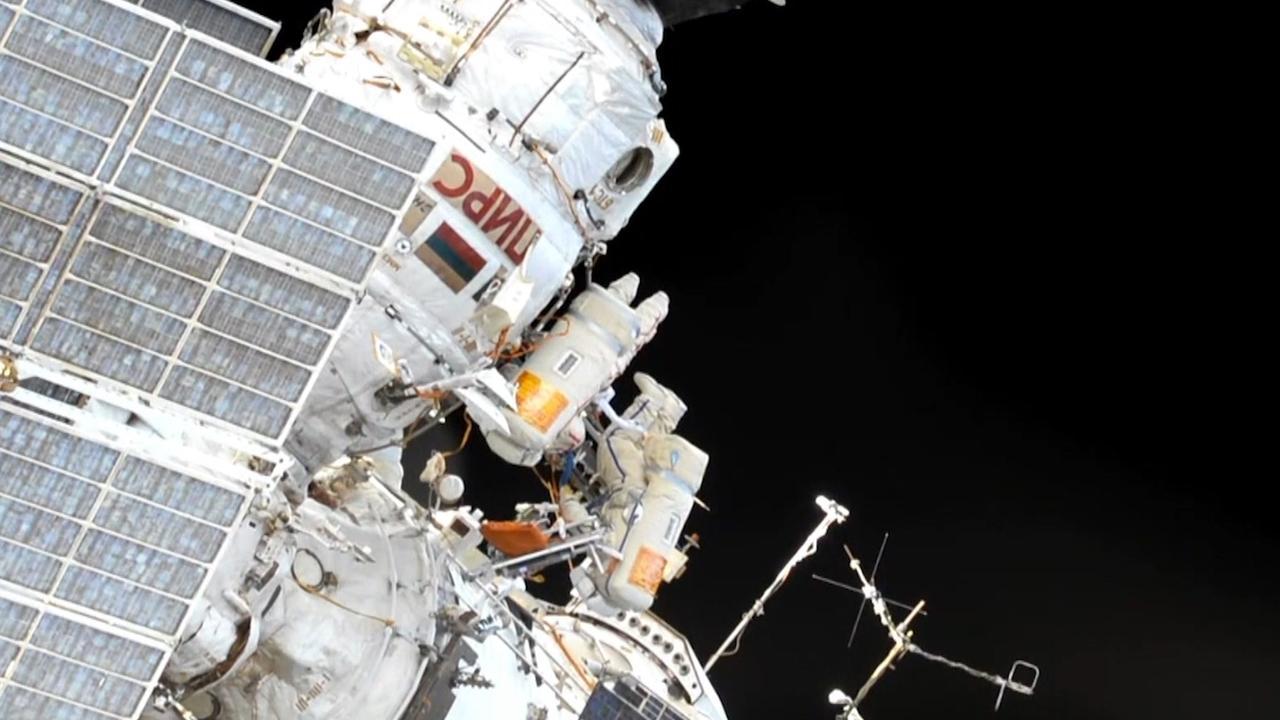 Russen verlaten ISS om eerste ruimtewandelaar ooit te eren