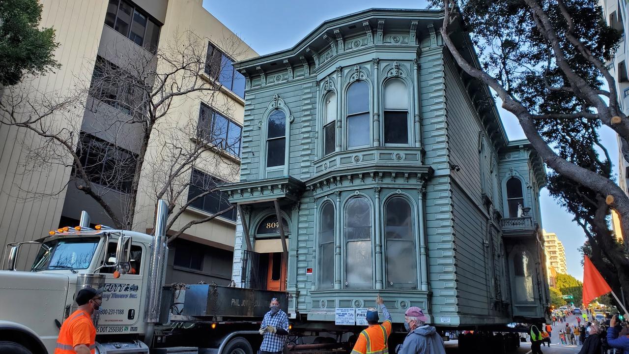 139-jarig huis in San Francisco in zijn geheel verhuisd - NU.nl