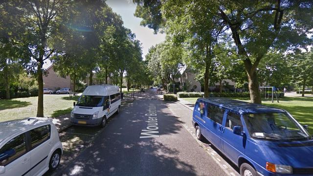 Scooter geschept door uitparkerende auto in Etten-Leur