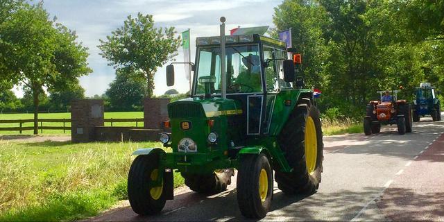 Tractorbestuurder richt ravage aan tussen Kamperland en Geersdijk