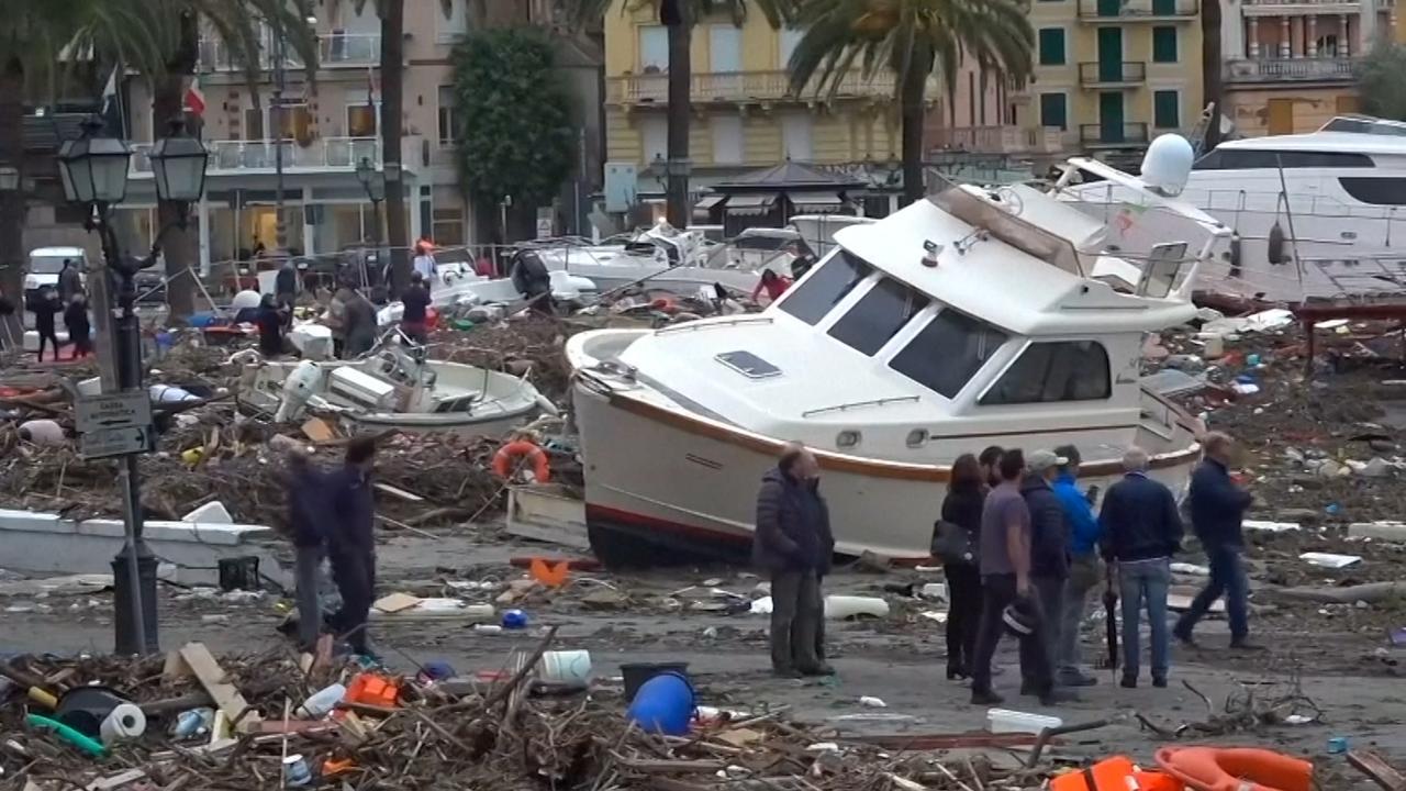 Jachten liggen op het droge door noodweer in Italië
