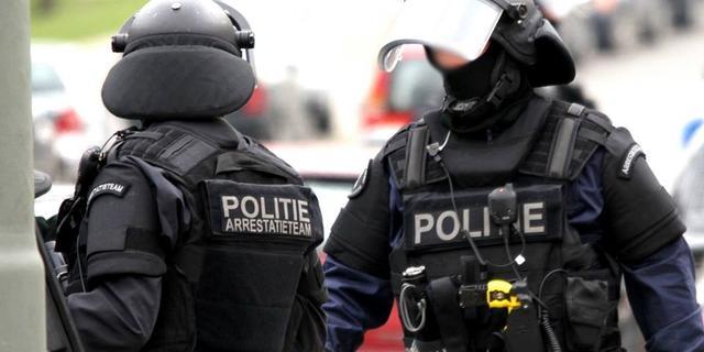 Arrestatieteam houdt Alphenaar aan bij inval in woning aan Herenhof