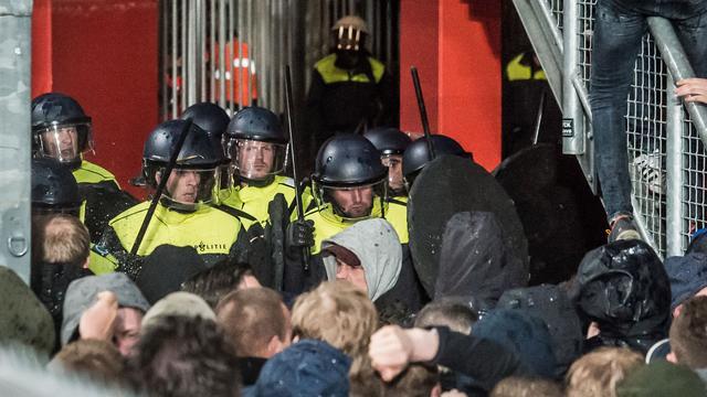 Burgemeester Enschede sluit supportershome in stadion FC Twente