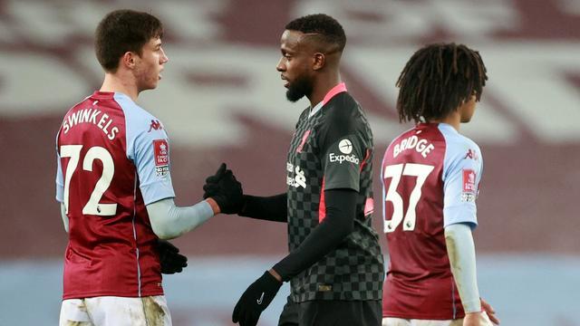 De pas zeventienjarige Sil Swinkels speelde het laatste kwartier mee bij Aston Villa.