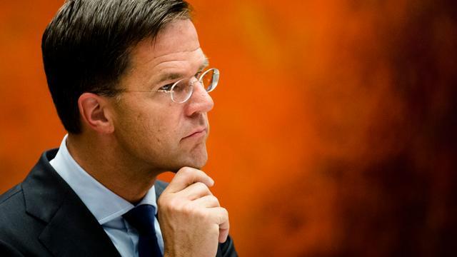 Rutte noemt dreigbrieven aan raadsleden 'bizar en verwerpelijk'