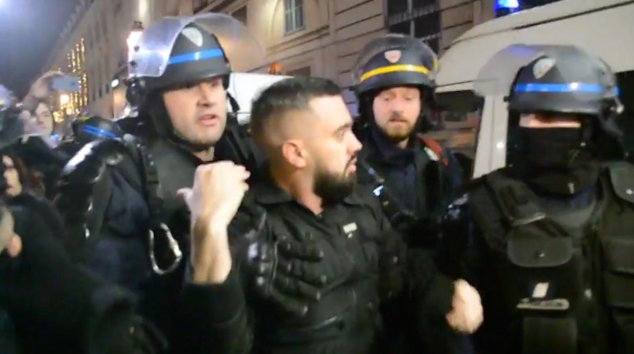 Grote politiemacht arresteert sleutelfiguur 'Gele Hesjes' in Parijs