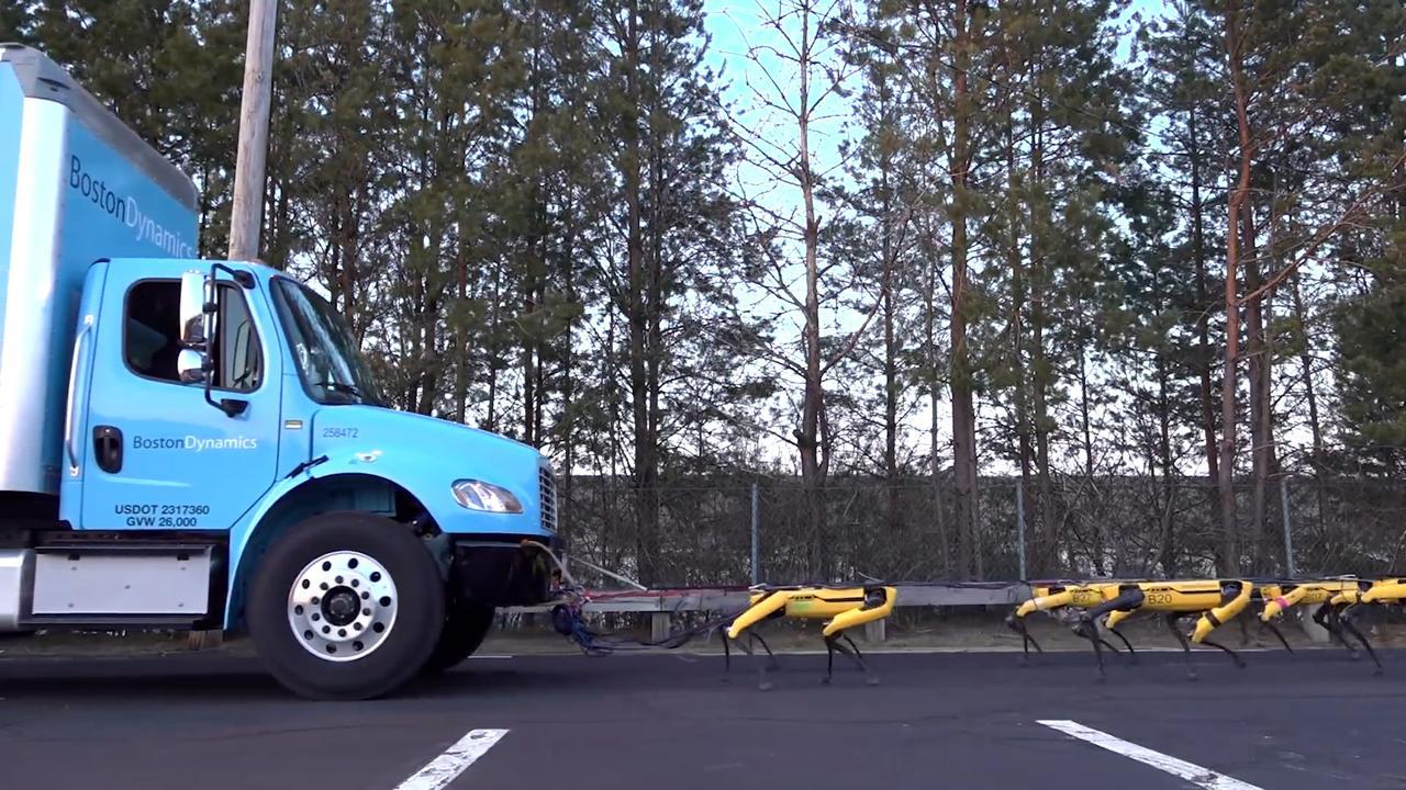 Robothonden Boston Dynamics trekken vrachtwagen voort