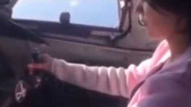 Russische piloot laat passagier vliegtuig besturen