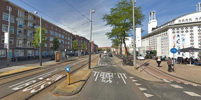 Twee gewonden bij botsing tussen taxi en personenauto Bos en Lommerweg