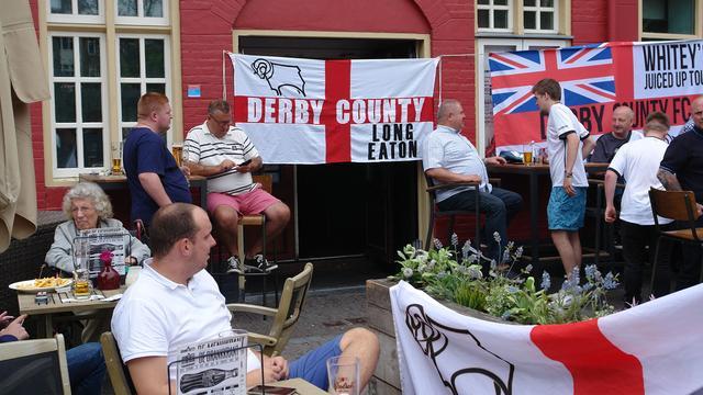 Engelse fans verzamelen zich in stad voor duel met FC Utrecht