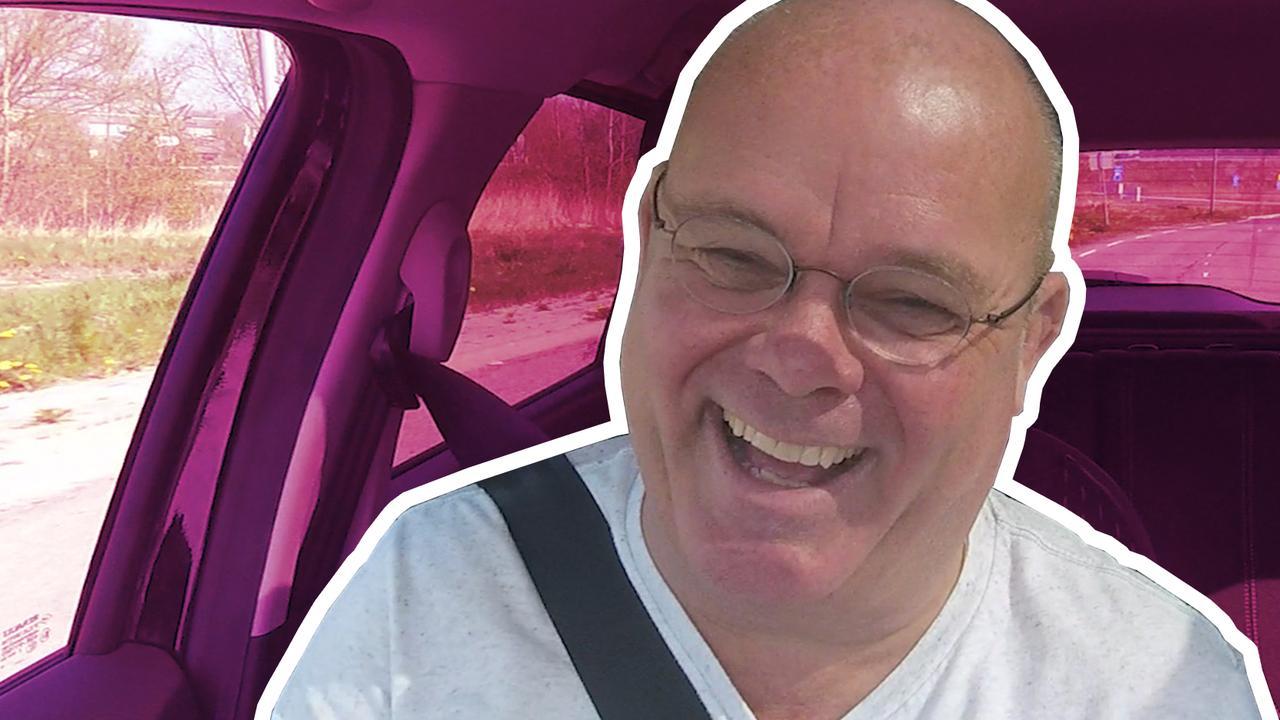In de auto met Paul de Leeuw: 'Zonen pesten me met einde carrière'