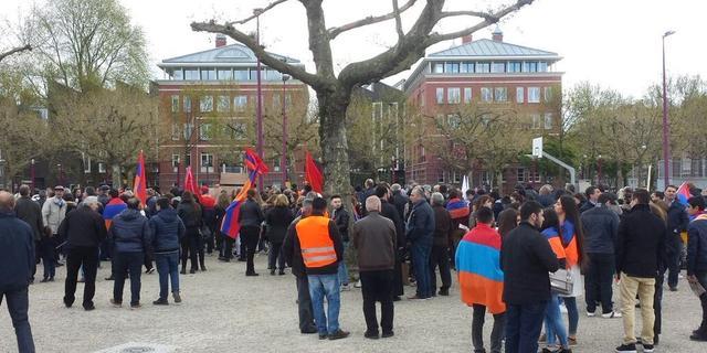 Honderden herdenken Armeense genocide in Amsterdam